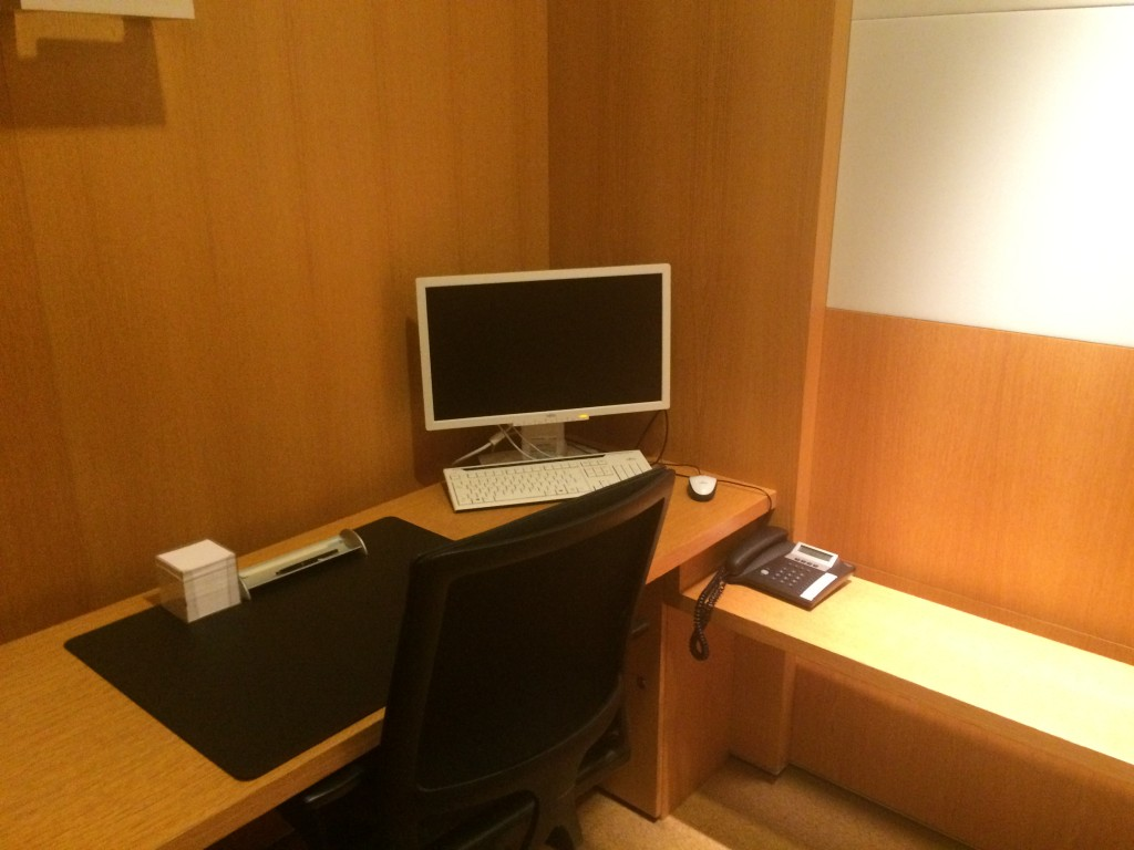 Lufthansa First Class Lounge Workstation