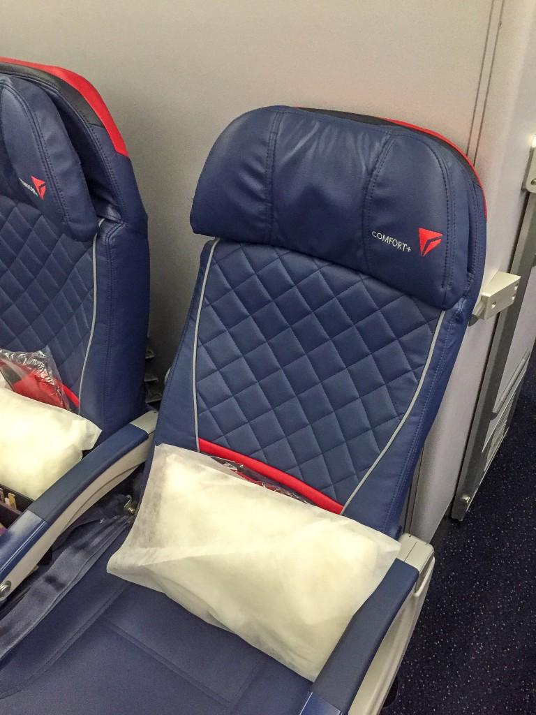Delta Comfort+ Sitzplatz mit neuer Stepp-Optik