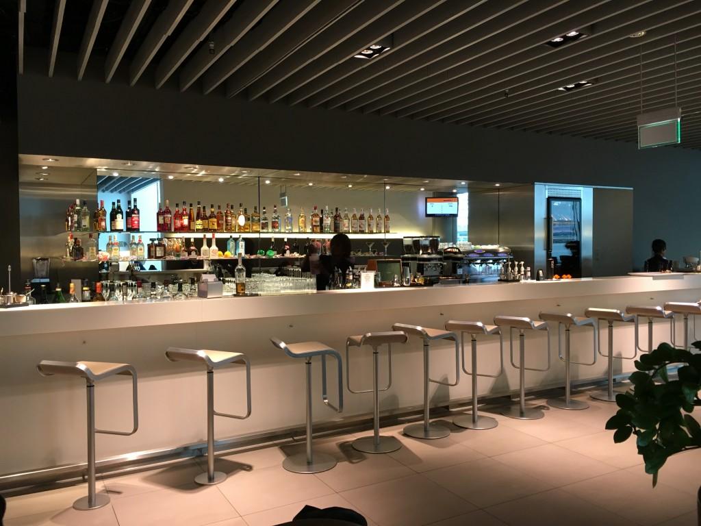 Lufthansa Senator Lounge München Non Schengen - Bar