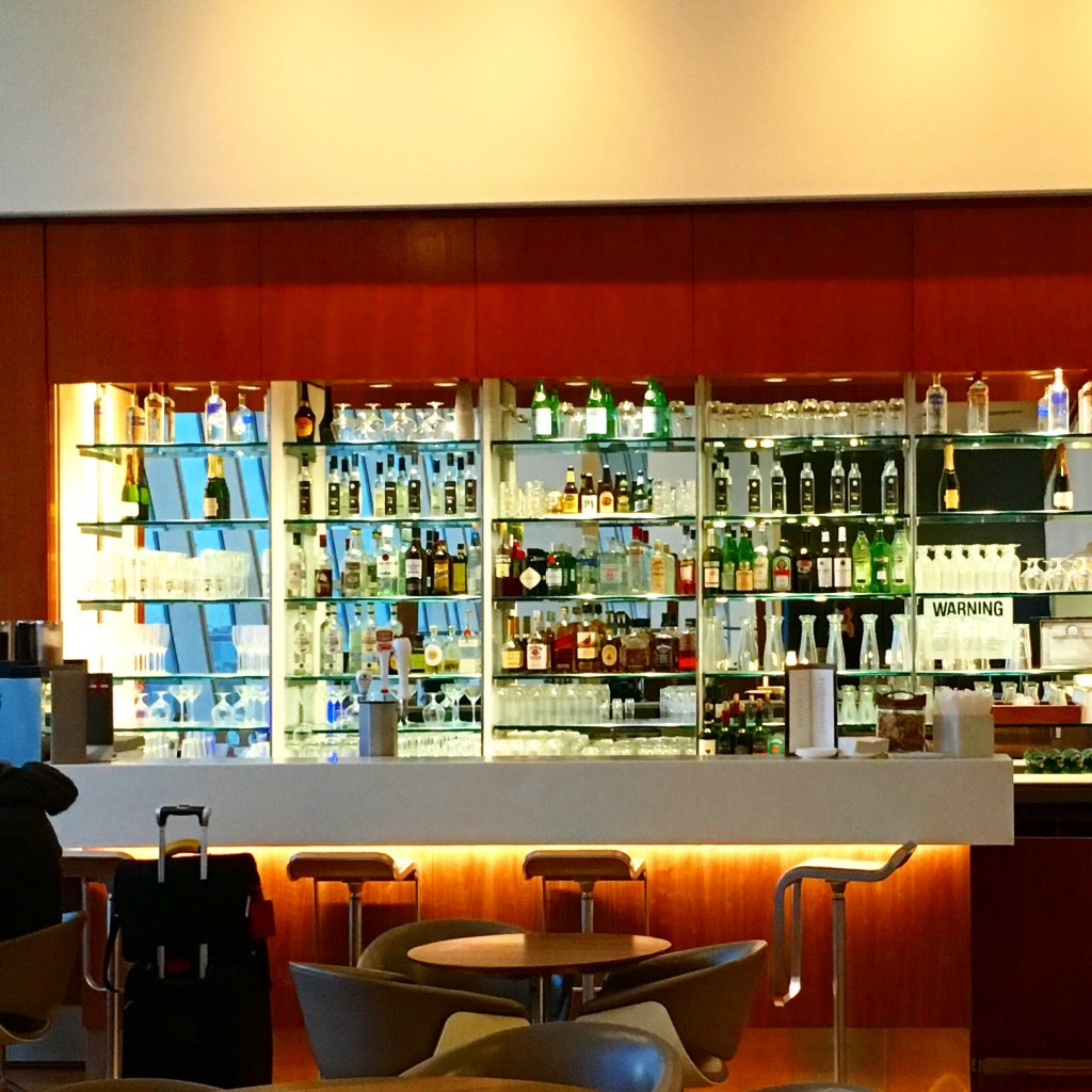 Lufthansa Senator Lounge New York JFK Bar