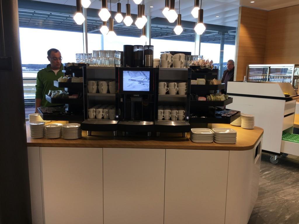 SWISS Senator Lounge Zürich Dock E - Kaffeemaschine