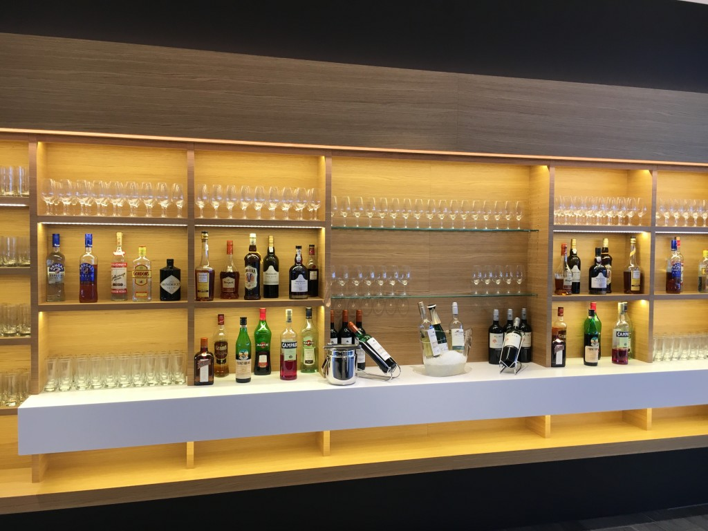 SWISS Senator Lounge Zürich Dock E - Getränkeauswahl