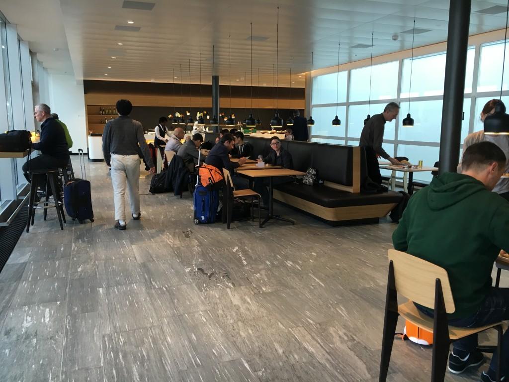 SWISS Senator Lounge Zürich Dock E - Restaurantbereich