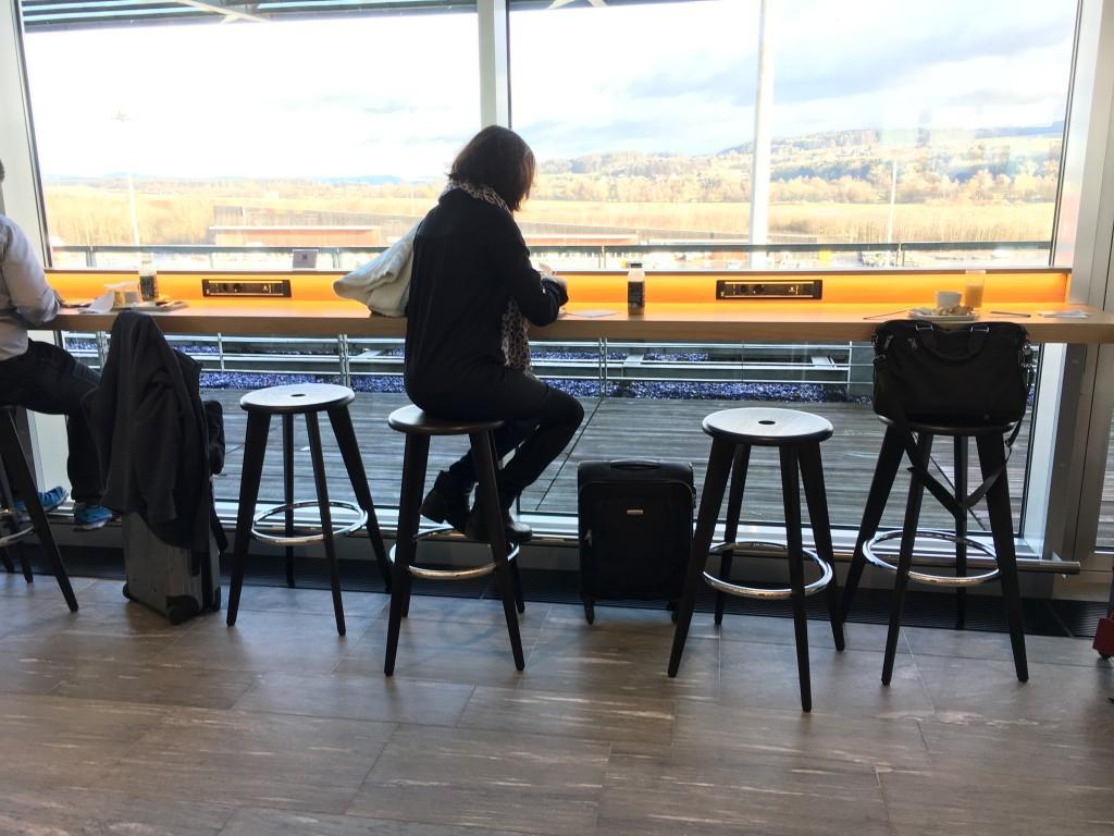 SWISS Senator Lounge Zürich Dock E - weitere Sitzmöglichkeiten
