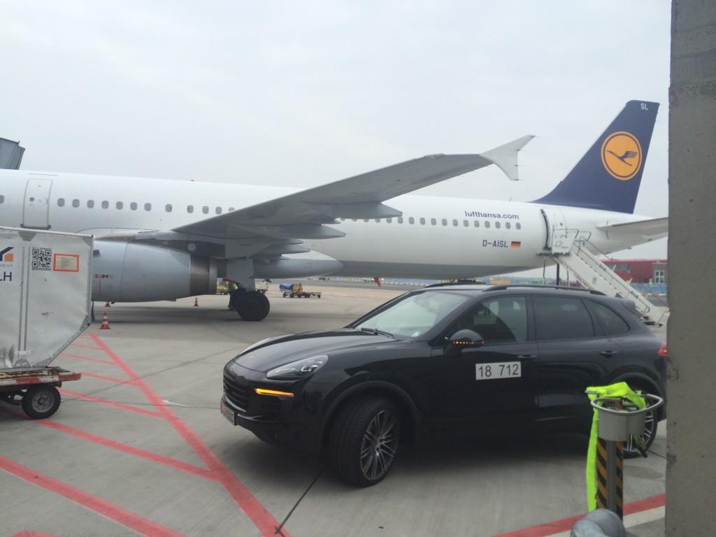 Lufthansa Business Class - Chauffeur zum Flugzeug dank HON Status