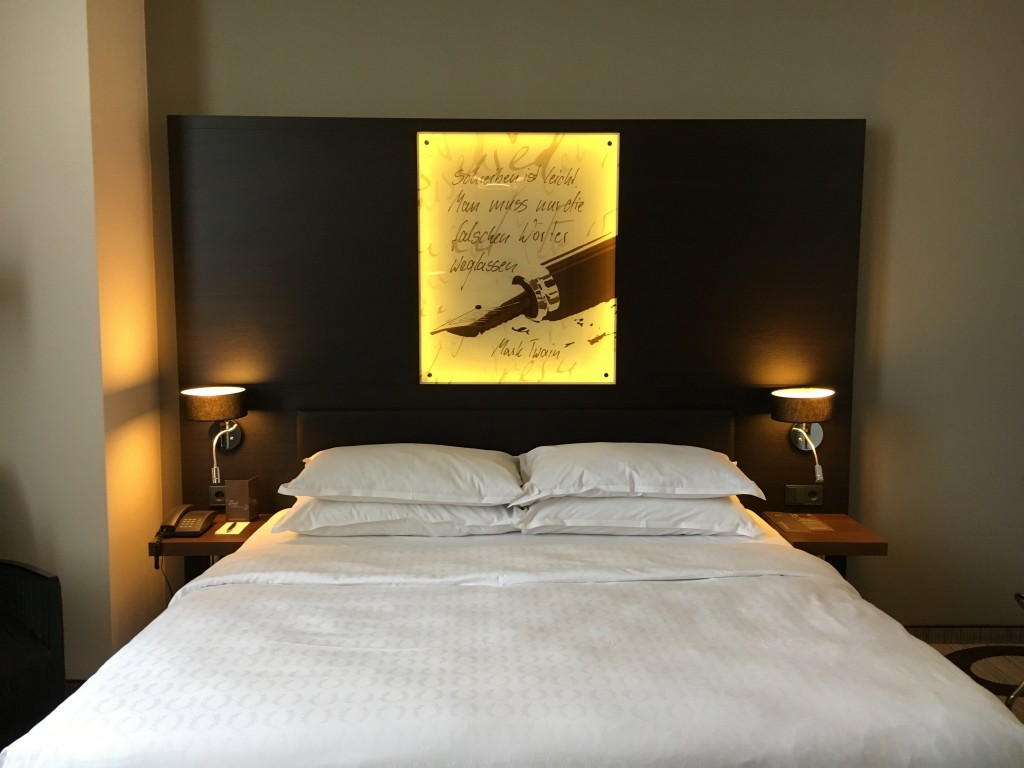 Sheraton Hannover Pelikan Hotel - Deluxe Suite Schlafzimmer