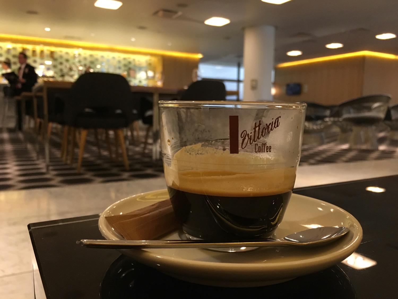 15_16 Qantas FirstClass Lounge Desert und Espresso - 1