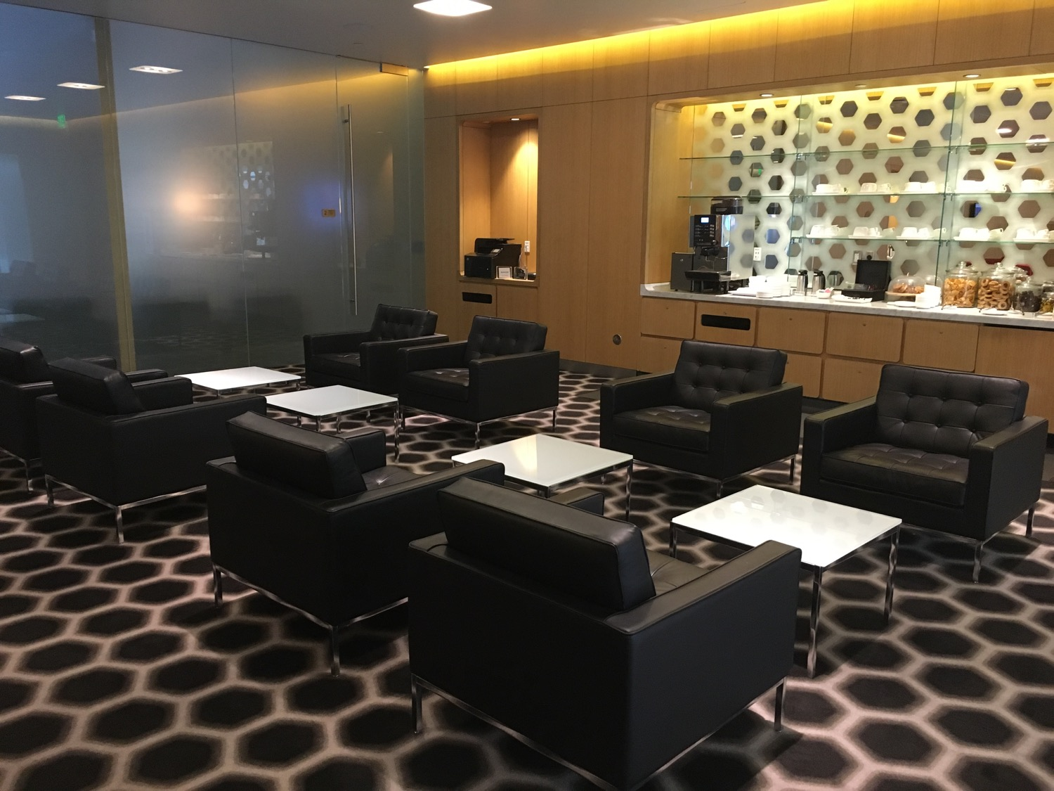 Qantas FirstClass Lounge in Los Angeles