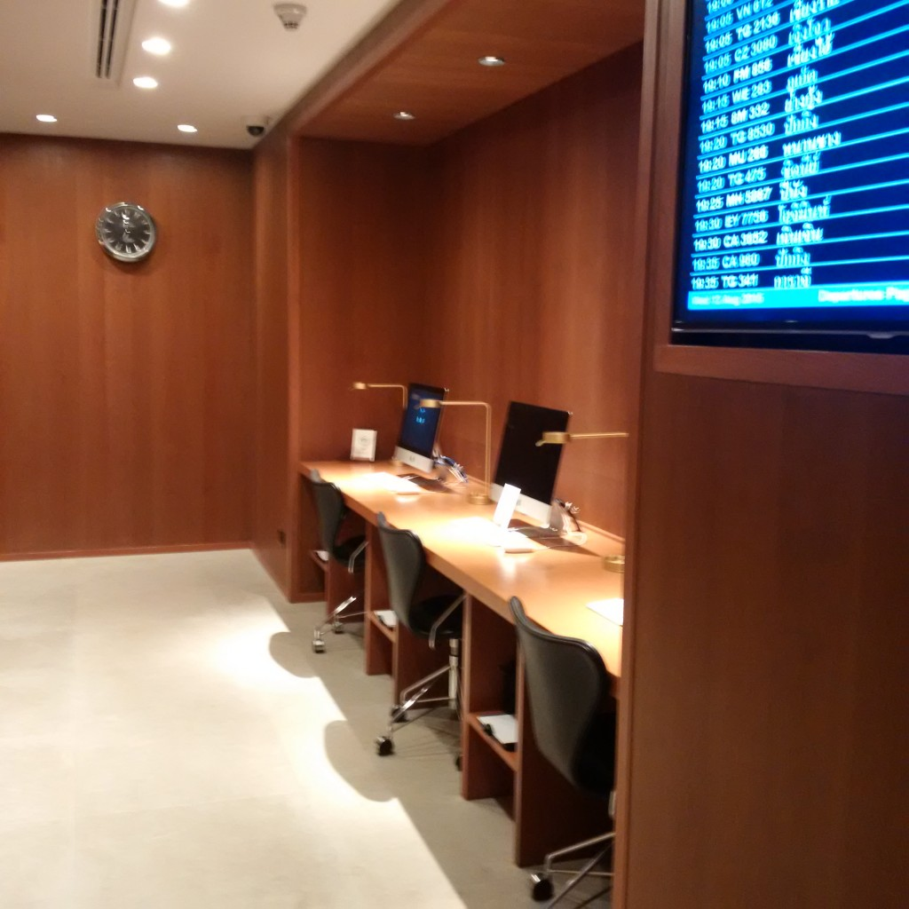 Business Center in der Cathay Pacific Lounge Bangkok