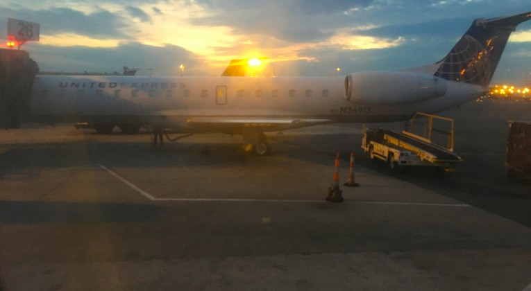 United Express ERJ 145-Gate