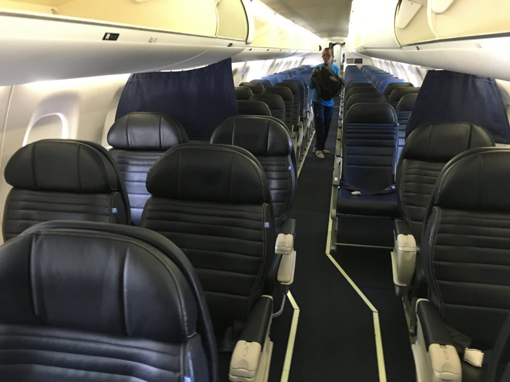 Review United Express First Class Embraer 175