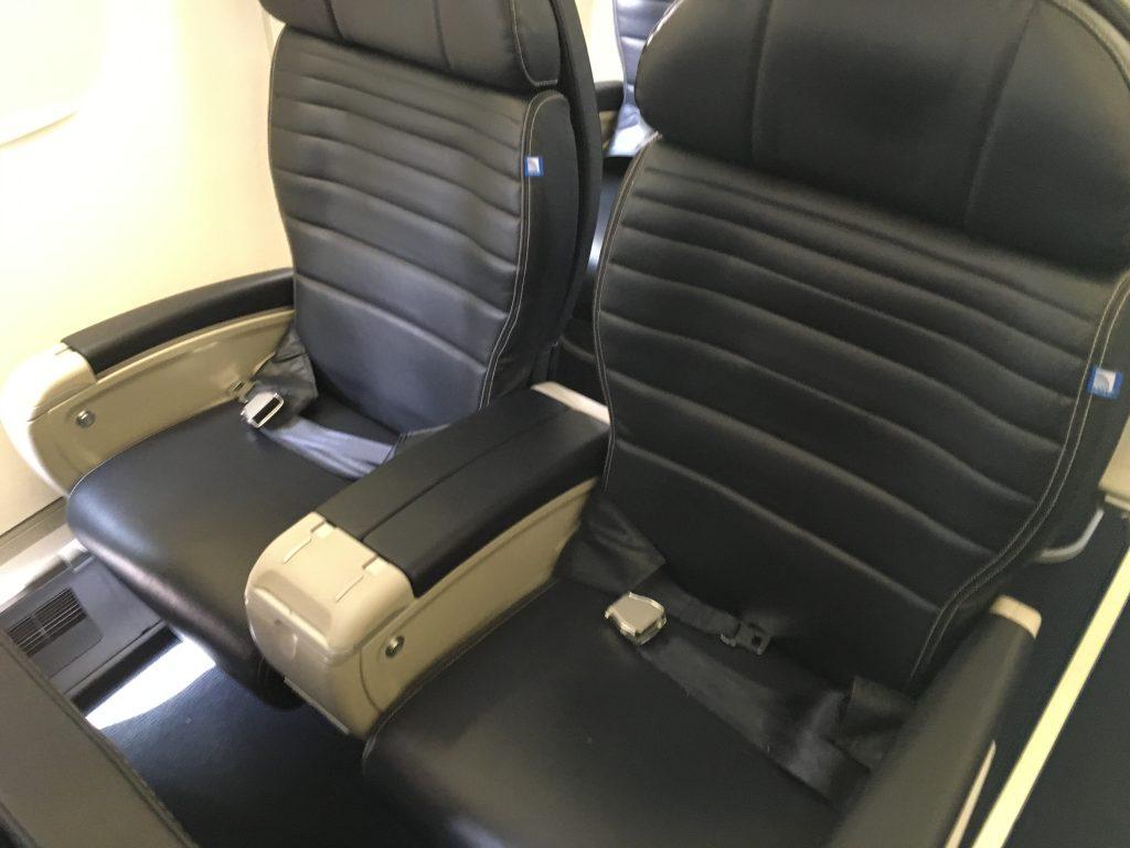 United Express First Class-ERJ175.3