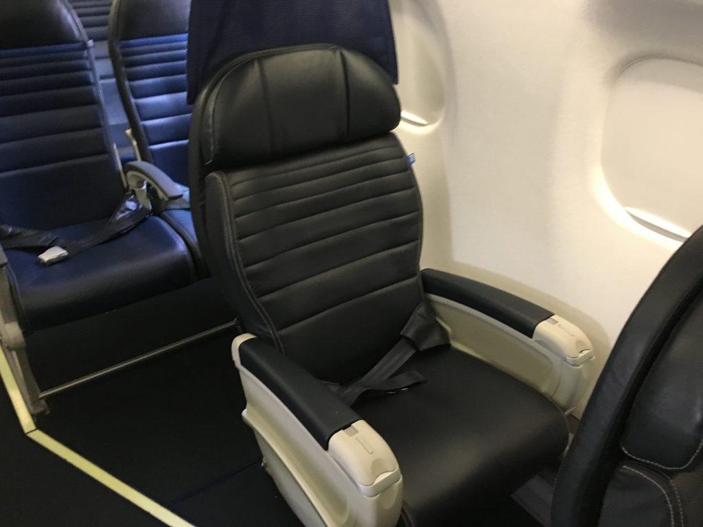 United Express First Class-ERJ175.4