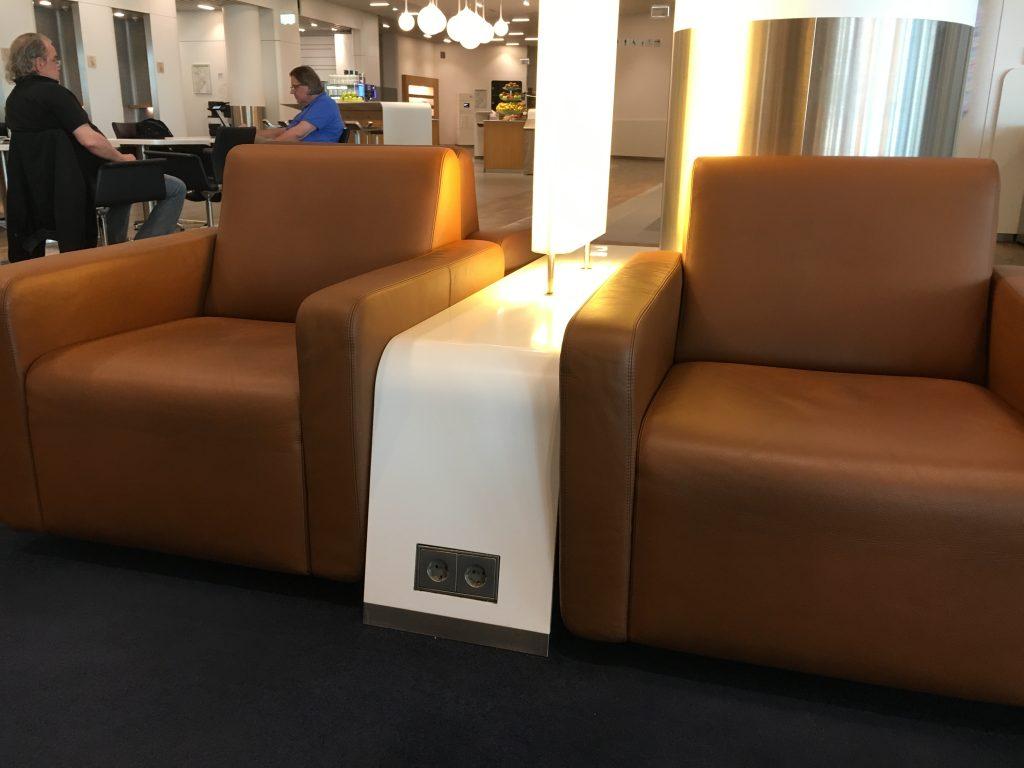 Lufthansa Senator Lounge Frankfurt Abflugbereich A Steckdosen