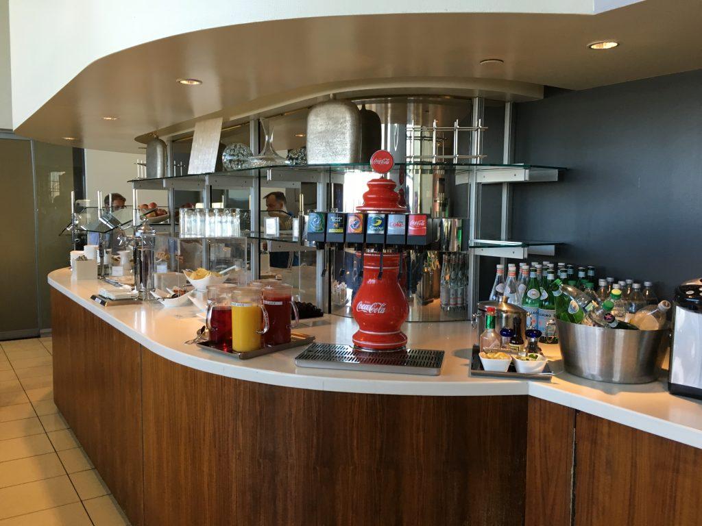 Lufthansa Senator Lounge IAD-Buffet