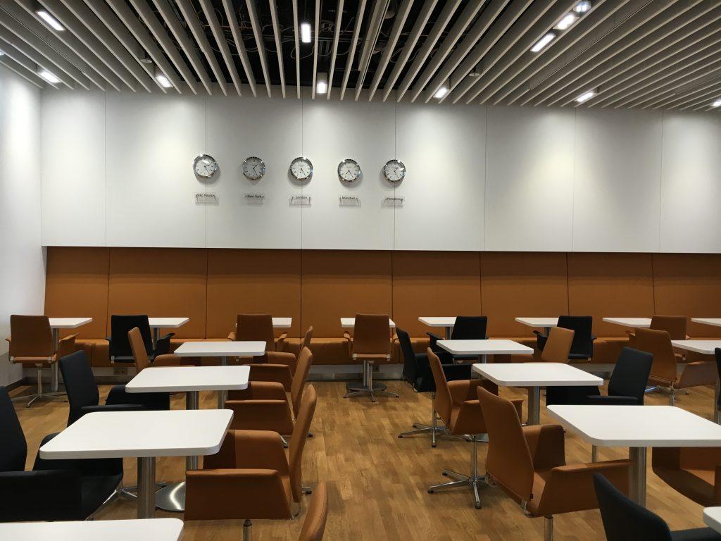 Lufthansa Senator Lounge München Satellit Schengen Bistro Bereich