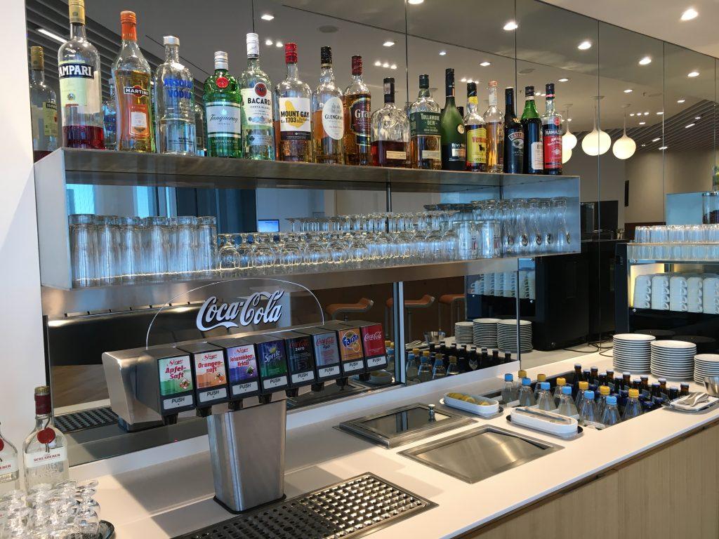Lufthansa Senator Lounge München Satellit Schengen Buffet