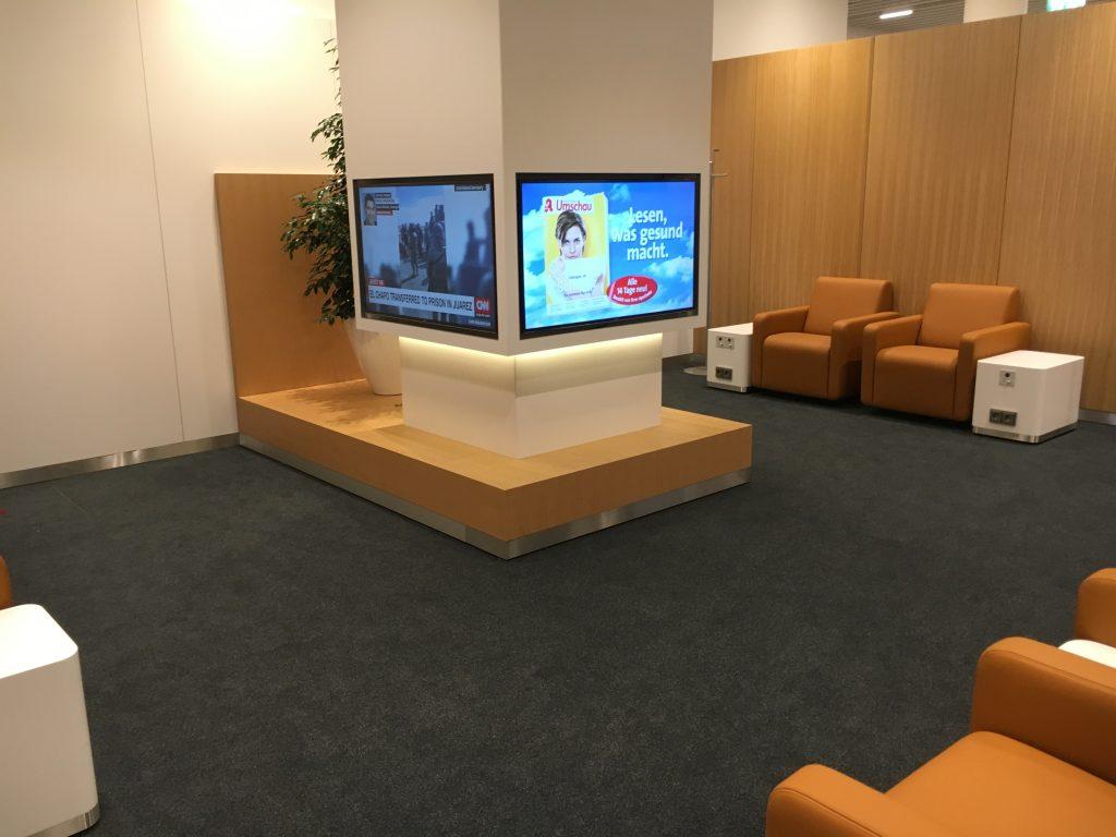 Lufthansa Senator Lounge München Satellit Schengen Fernsehecke