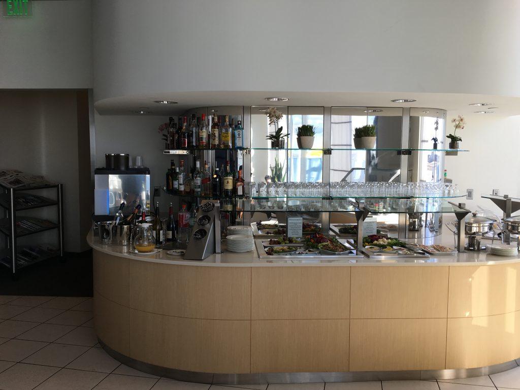 Lufthansas Senator Lounge Dertoit DTW-Buffet1