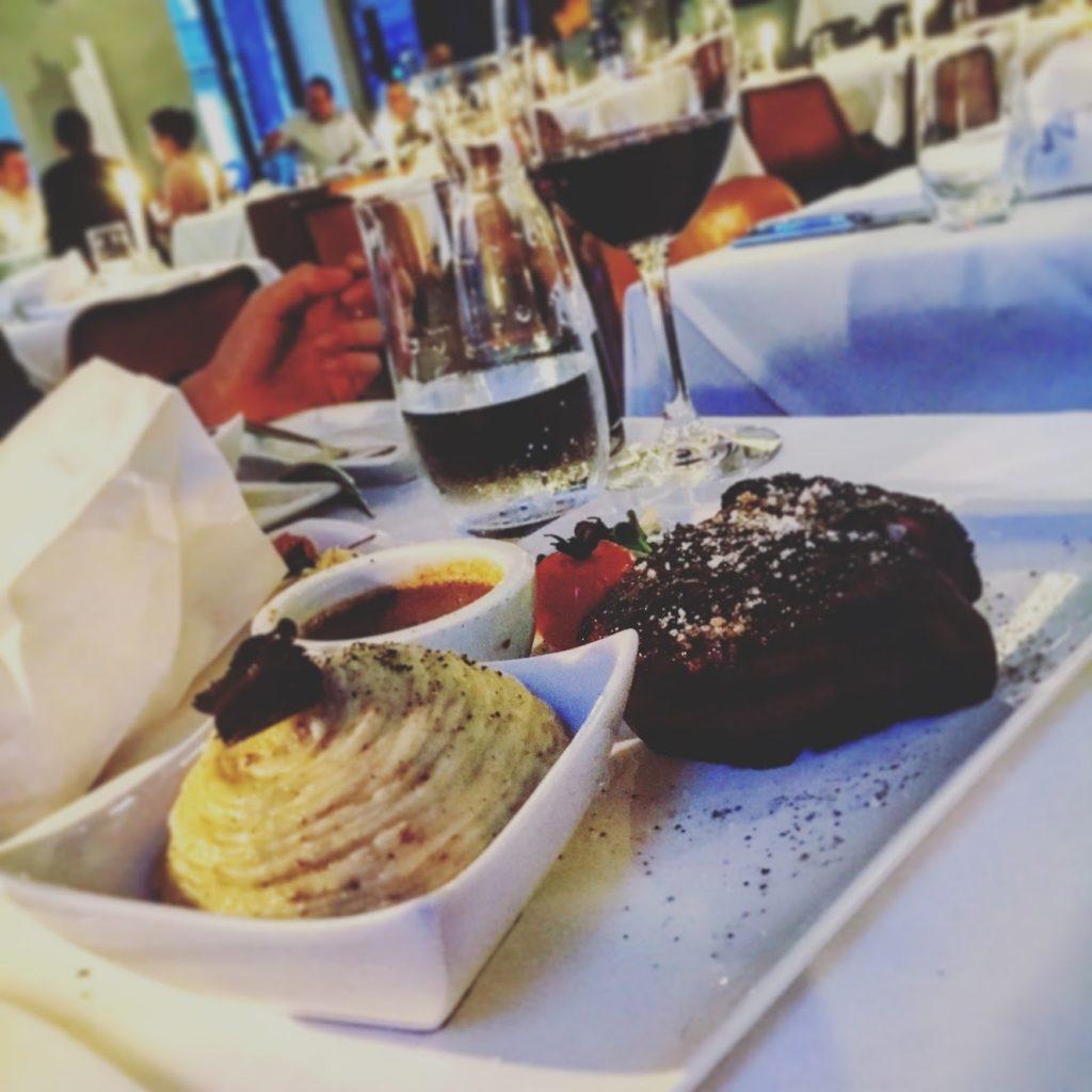 Top Locations für Essen und Trinken in München Restaurant Panther