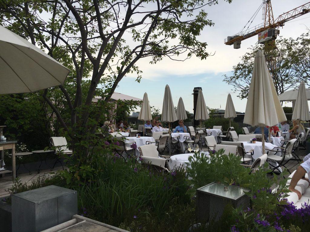 Top Locations für Essen und Trinken in München Hotel Bayrischer Hof