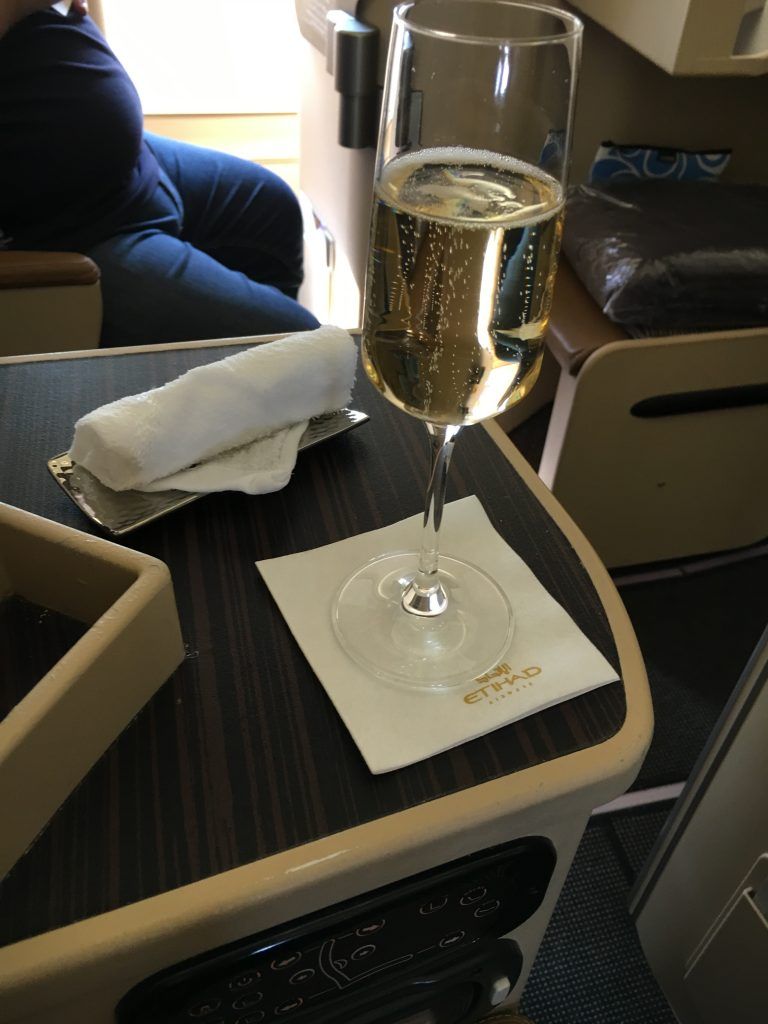 Etihad Airways Business Class Champagner