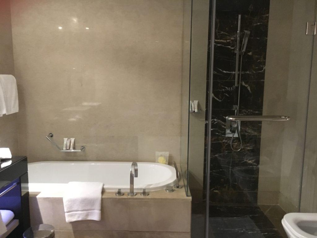 Le Royal Méridien Abu Dhabi Badezimmer