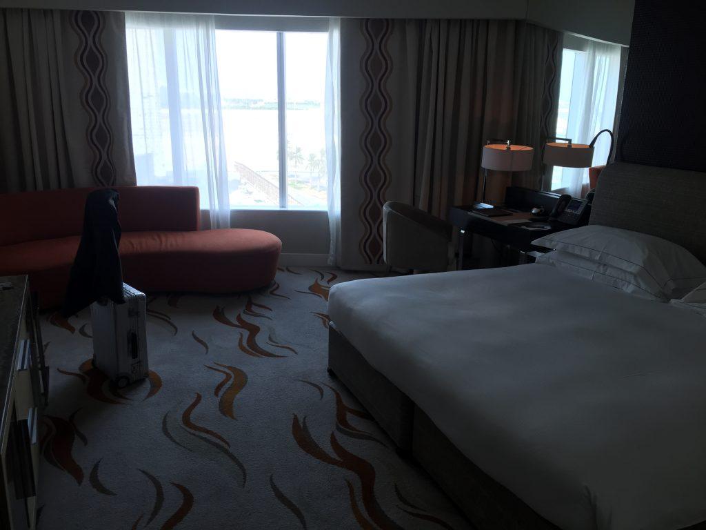 Hilton Capital Grand Abu Dhabi - Zimmer mit Sofa