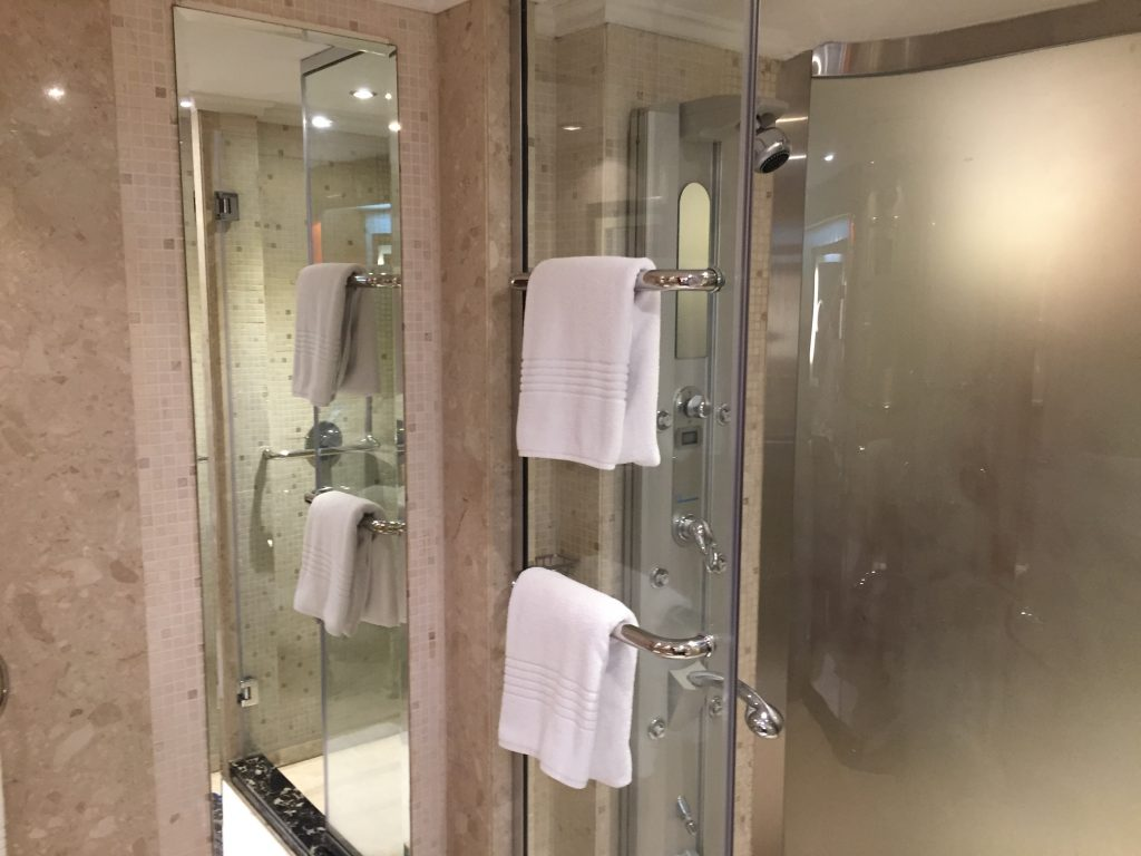 Le Meridien Dubai - Royal Club Zimmer