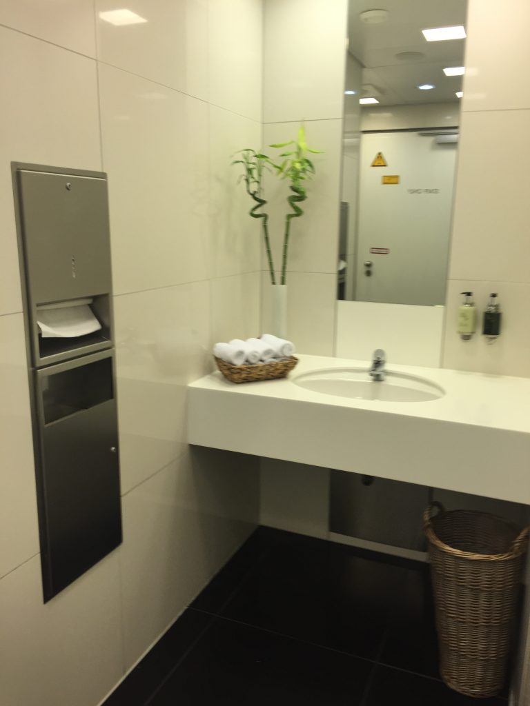 Cathay Pacific Lounge Frankfurt Toilette