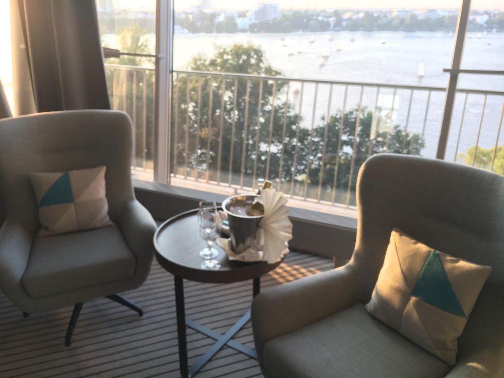 Le Méridien Hamburg Panorama Suite Sessel