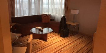 Doubletree by Hilton JB - Deluxe Suite Wohnzimmer