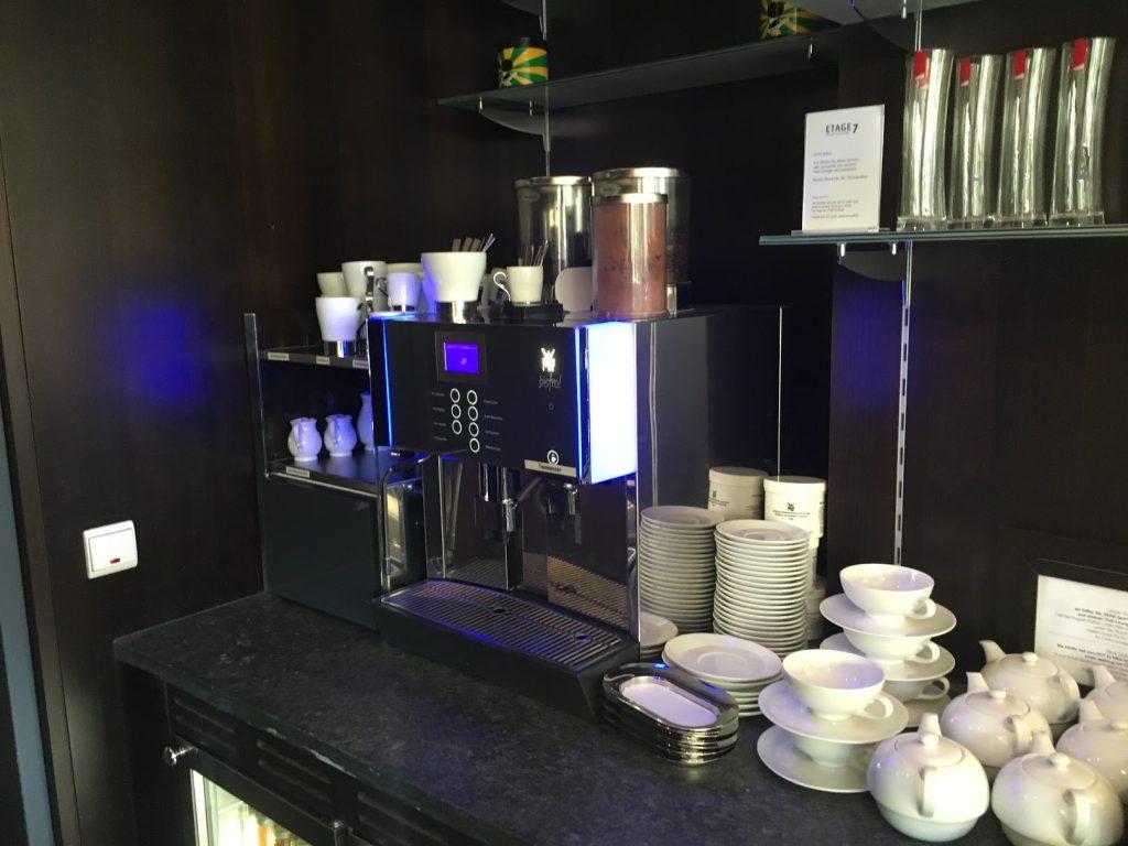 Sheraton Grand Salzburg Etage 7 Club Lounge Kaffeemaschine