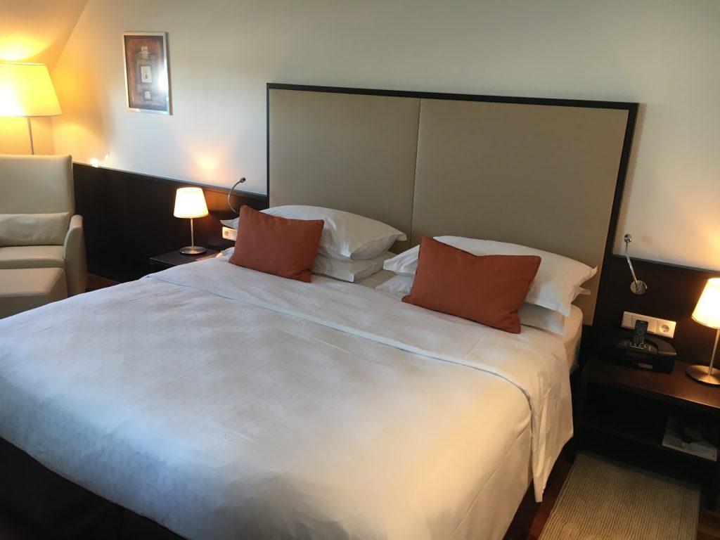 Sheraton Grand Salzburg Sky Suite Schlafzimmer
