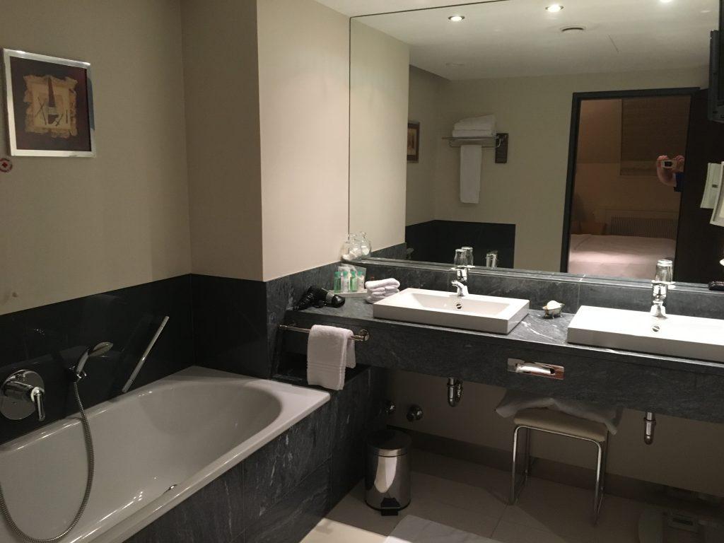 Sheraton Grand Salzburg Suite Badezimmer