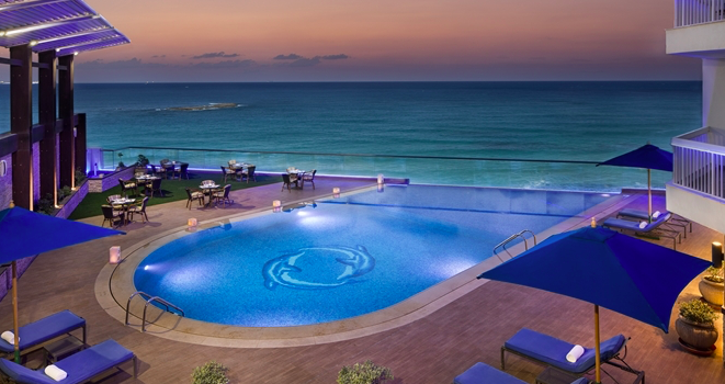 Hilton Alexandria Conriche -Polobereich mit Blick auf das Meer