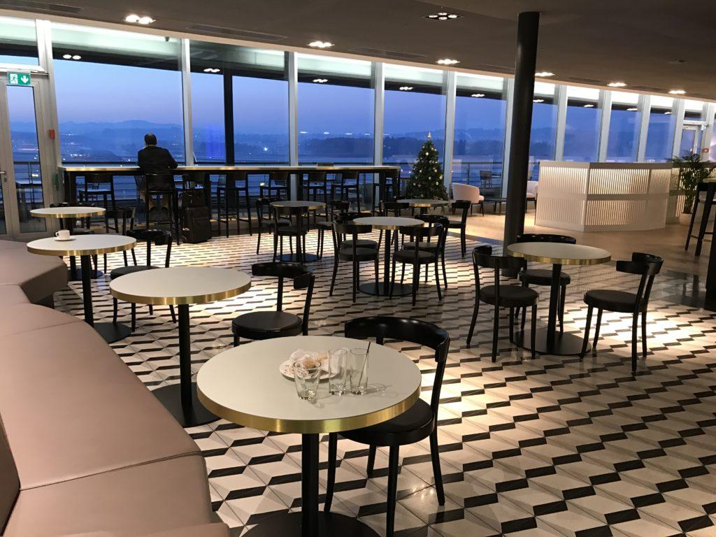 Aspire Lounge Zürich Essensbereich