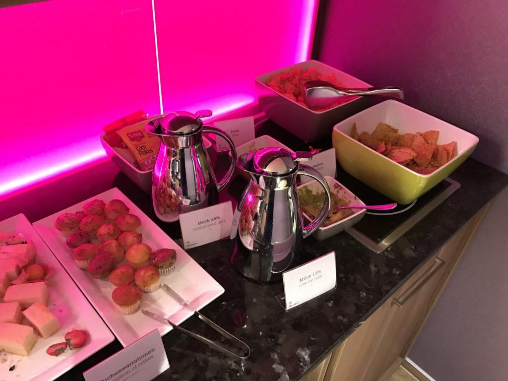 Sheraton München Arabellapark Club Lounge Buffet