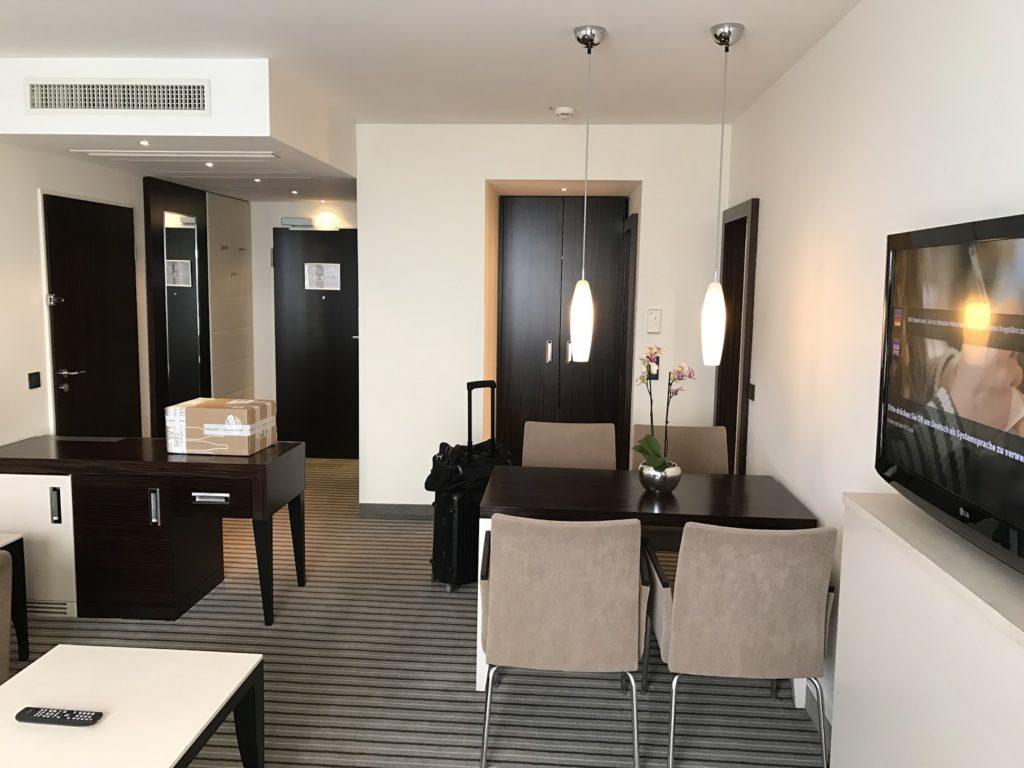 Sheraton München Arabellapark Executive Suite Wohnzimmer
