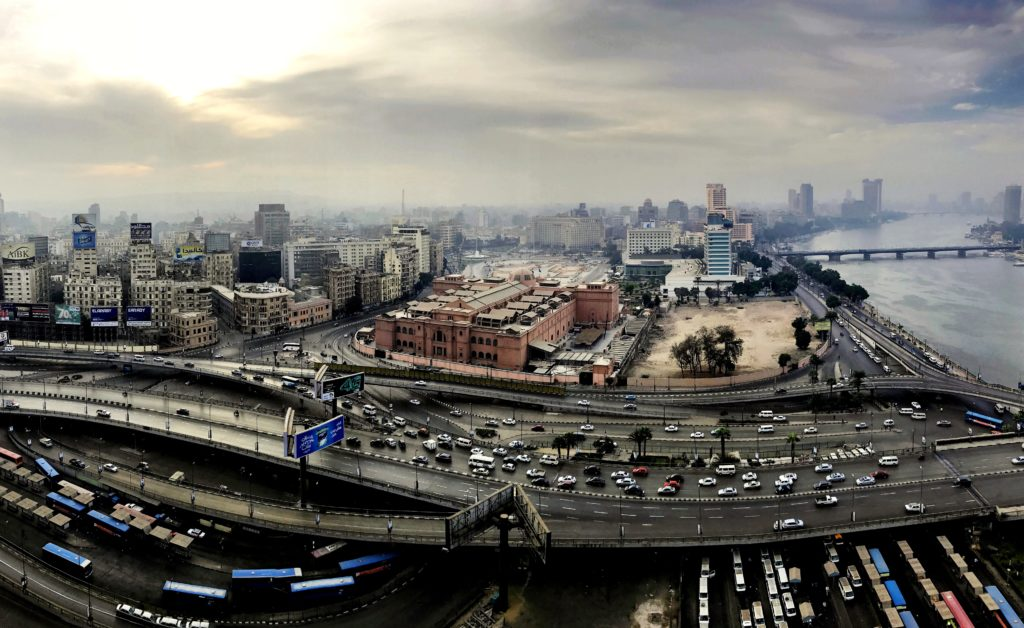 Blick vom Ramses Hilton auf den Tahrir- Platz und das ägyptische Museum