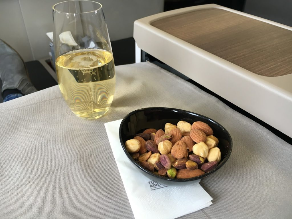 Turkish Airlines Business Class Aperitif Taittinger Champagner
