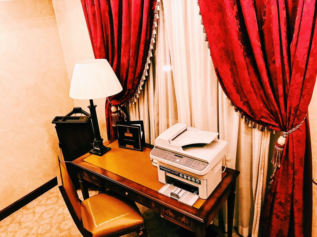 Sofia Hotel Balkan A Luxury Collection Hotel Executive Suite Badezimmer Arbeitszimmer