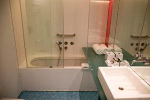 Fresh Hotel Athens Badezimmer