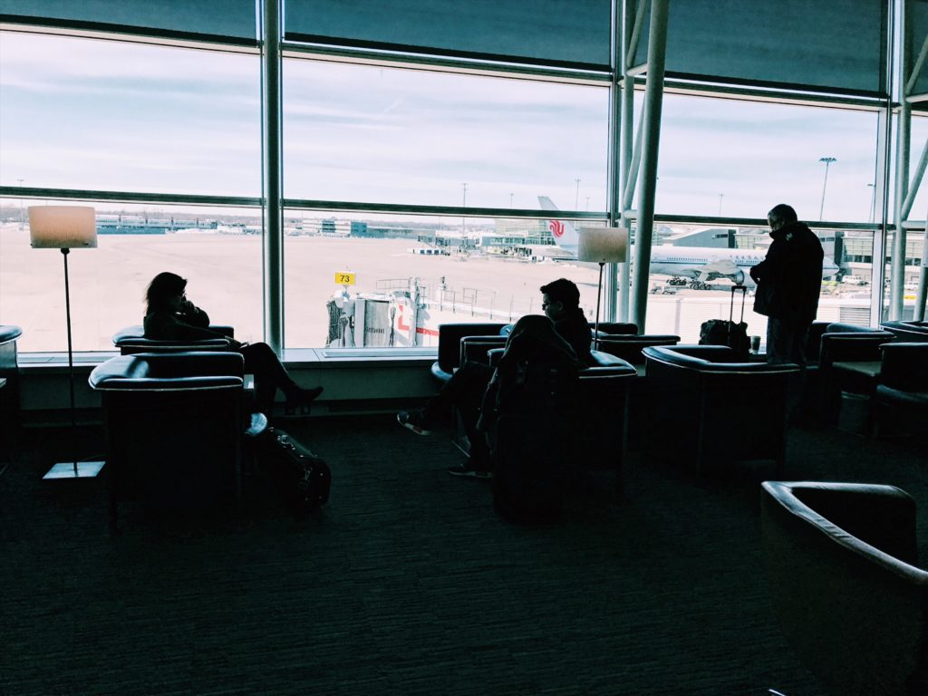 Air Canada Maple Leaf Lounge Montreal Transborder Ausblick