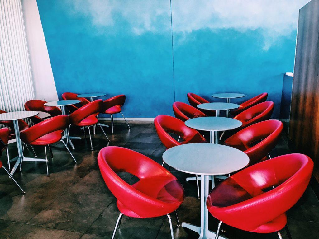 Air Canada Maple Leaf Lounge Montreal Transborder Bistrobereich
