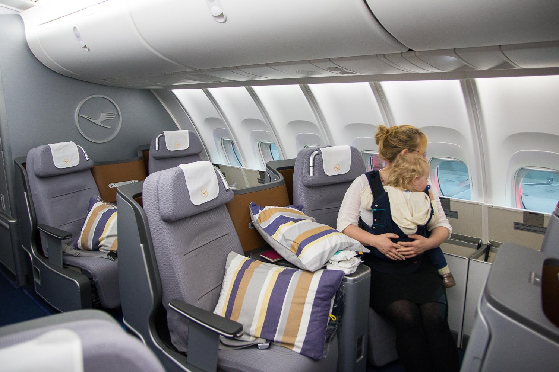 lufthansa business class boeing 747 8 nach johannesburg. Black Bedroom Furniture Sets. Home Design Ideas