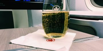 Air Canada Boeing 777 Business Class Champagner