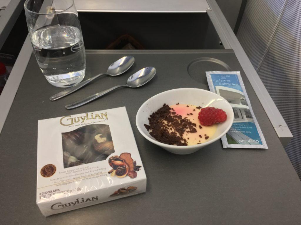 Lufthansa Business Class Mittelstrecke Dessert