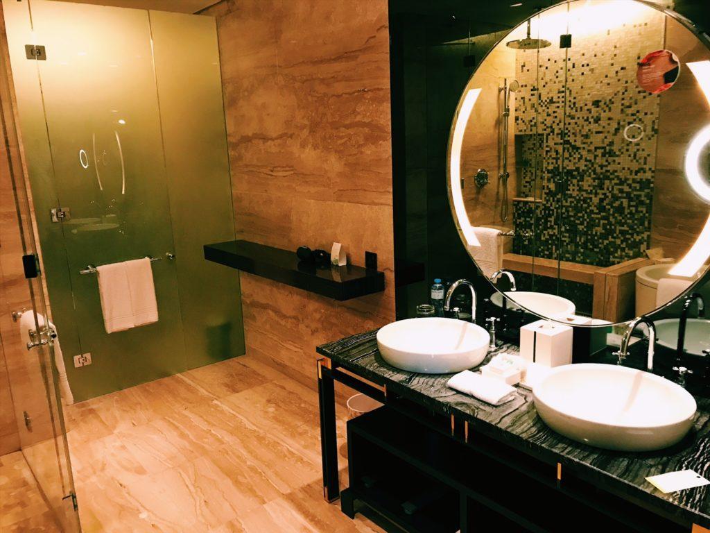 Badezimmer der Junior Suite im Westin Doha Hotel & Spa