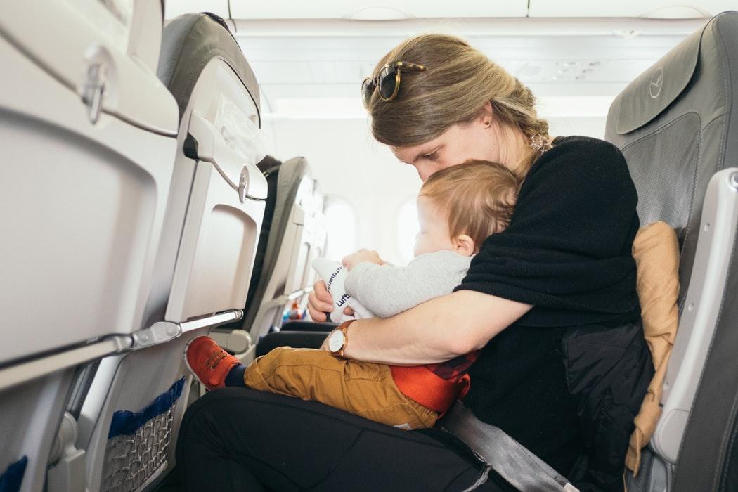 Kindergeschrei im Flugzeug